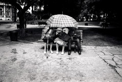 LISB-umbrella-ladies_bw